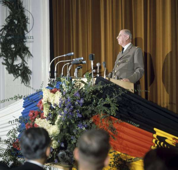 French president Charles de Gaulle during his speech in the Fuhrungsakademie der Bundeswehr (academia for the command of the german military) in Hamburg (Germany) in September 1962 (photo)