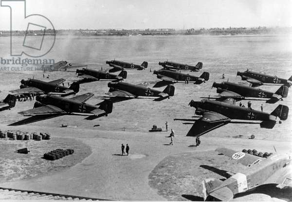 WWII - North African Campaign 1941 : The image from the Nazi Propaganda! depicts transport airplanes of the type Junkers Ju 52 as they start and land on an airfield in Tunisia, published 4 April 1941. Place unknown. Photo: Berliner Verlag/Archiv