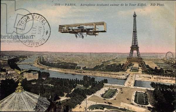 Paris, Aeroplane evoluant autour de la Tour Eiffel, Biplan