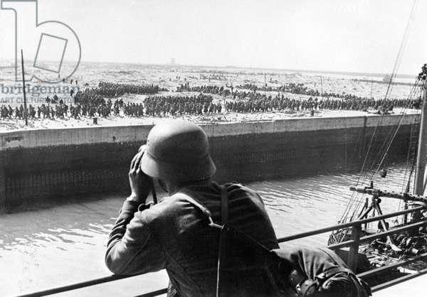 WWII - Battle of Dunkirk 1940 (b/w photo)