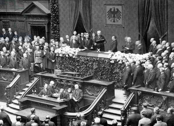 Weimar Republic - Swearing in of Hindenburg 1925