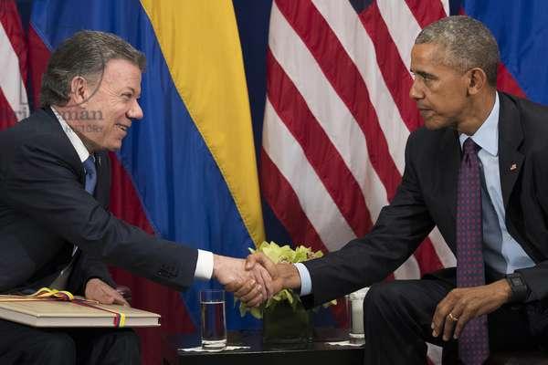 President of Colombia Juan Manuel Santos shakes hands with United States President Barack Obama during a bilateral meeting at the Lotte New York Palace Hotel, September 21, 2016 in New York City (photo)
