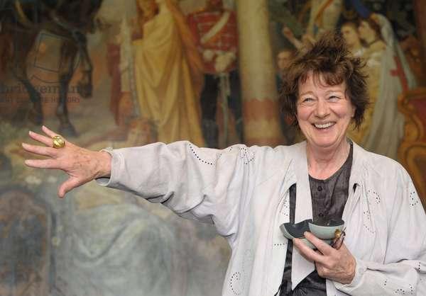 British artist Bridget Riley poses with the Kaiser Ring (photo)