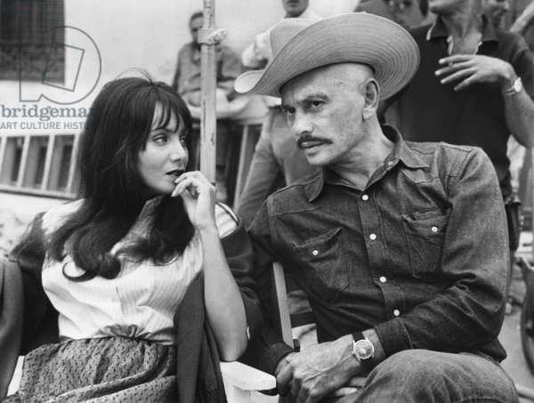 "Yul Brynner and Maria Grazia Buccella in a shooting break for: ""Rio Morte"" (Villa Rides, USA 1968, directed by Buzz Kulik)/— IMPORTANT: Use only editorial for coverage of this film with title. Title, book and calendar usage only by agreement, no social networks. IMPORTANT: To be used solely for editorial coverage of this specific motion picture. No cover, book or calendar, no social network use/ rmd12kb 