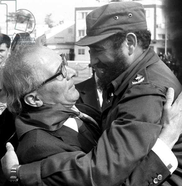 Historical Cuba - State visit Honecker 1974 - Leave-taking : Cuban head of state Fidel Castro and GDR head of state Erich Honecker hug and say goodbye at airport Havanna-Jose Marti on the 26th of February in 1974. Photo: ddrbildarchiv.de / Klaus Morgenstern - blocked for BILDFUNK/ picture transmission