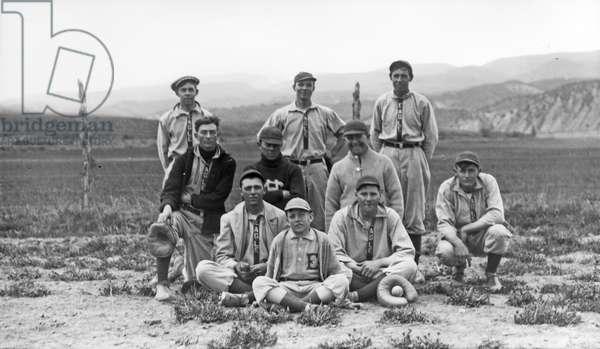 Baseball team, 1913 (b/w photo)