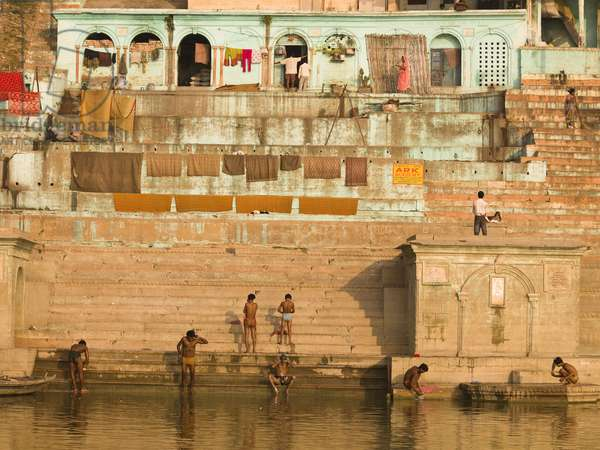People bathing in the River, the Ganges, Varanasi, India (photo)