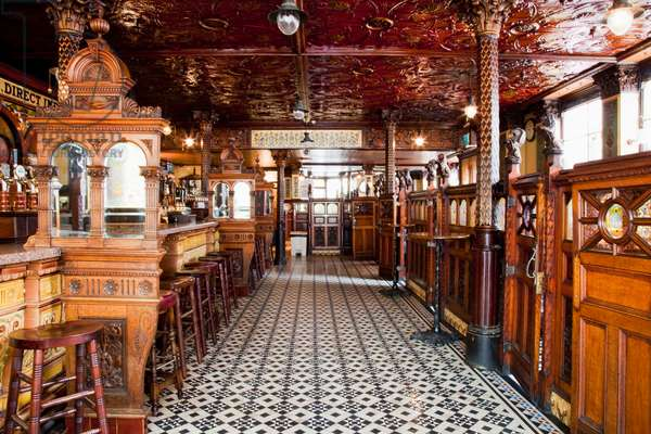 Inside The Crown Bar; Belfast City, County Antrim, Ireland (photo)