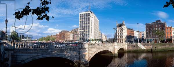 O'connell Bridge; Dublin, Ireland (photo)
