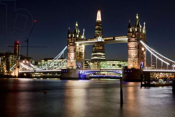Evening view of Tower Bridge, the River Thames and the Shard building, London, England, UK  (photo)
