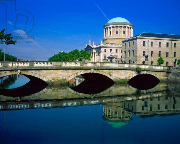 The Four Courts, Dublin, Ireland (photo)