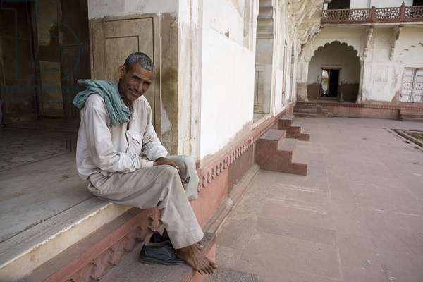 Man sitting on Porch, Agra Fort, Agra, India (photo)