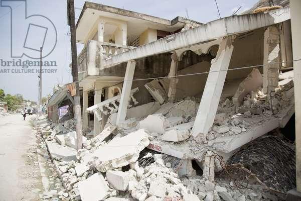 Ruins of a Building after the Haitian Earthquake, Port-Au-Prince, Haiti (photo)