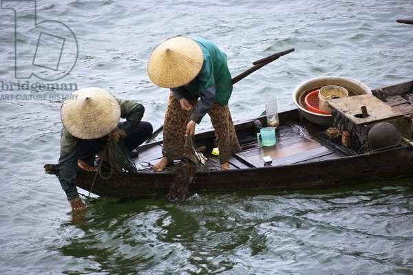 Women Fishing on a Small Boat in Vietnam, Hoi An, Vietnam (photo)