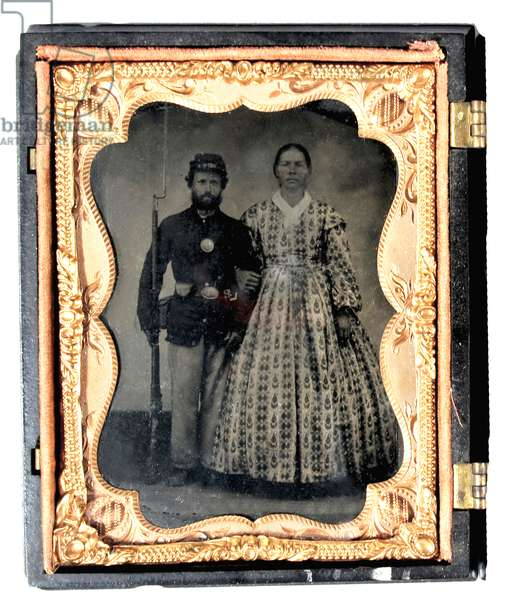 Armed Union soldier with his wife