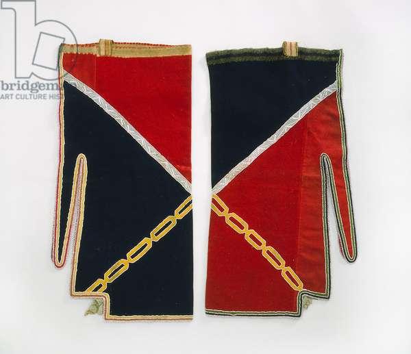 Leggings, Chippewa, c.1840 (wool cloth, glass beads, silk ribbon, bast fiber straps & thread)