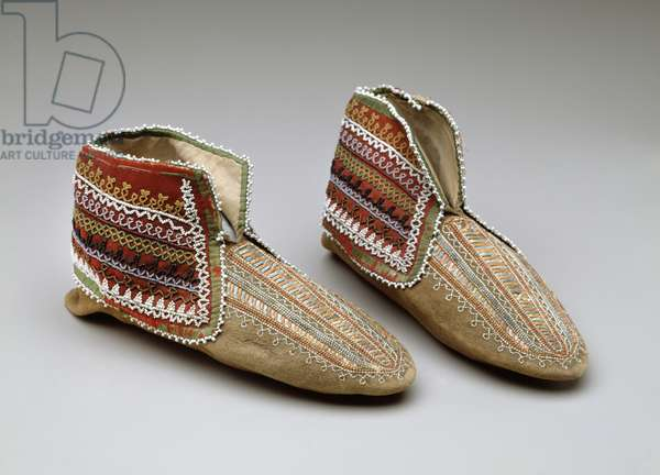 Pair of moccasins, Iroquois, c.1830 (mixed media)