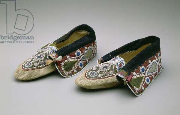 Moccasins, Chippewa, c.1835 (buckskin, glass beads, cotton, silk fabric & ribbon)