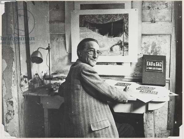 Marcel Duchamp with 'Eau et Gaz', 1959 (gelatin silver print)