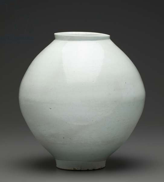 White glazed jar, Korean, early 17th century (porcelain)
