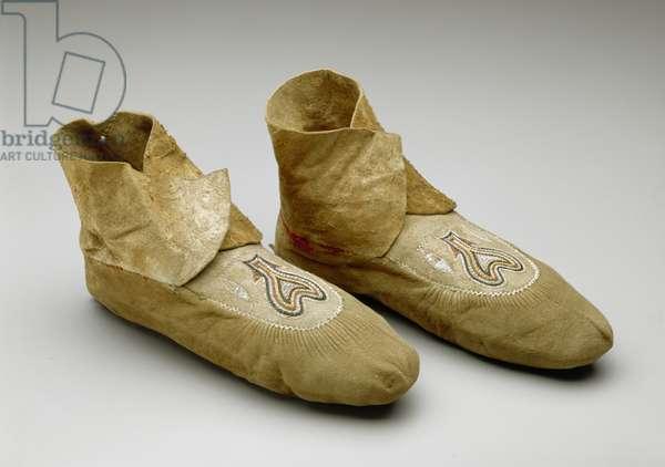 Moccasins, Menominee, c.1830 (smoked deerskin, porcupine quills & wool fabric)