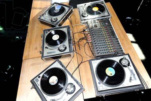 record decks with mixer