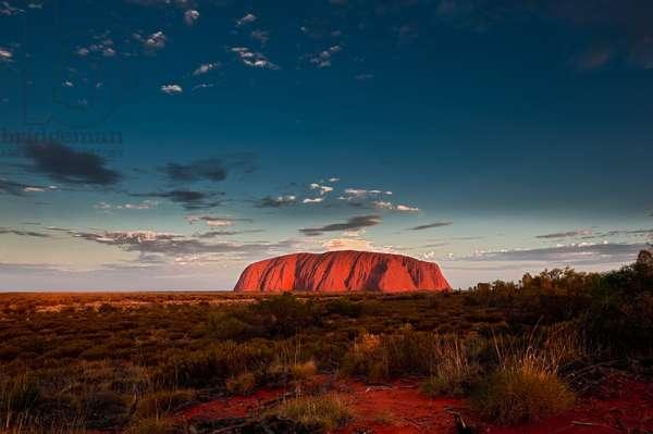 Uluru / Ayers Rock, at sunset (photo)