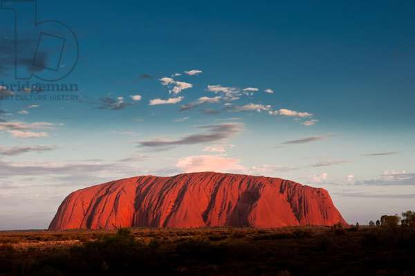 Uluru / Ayers Rock, at sunset (photo)  Northern Territory, Australia