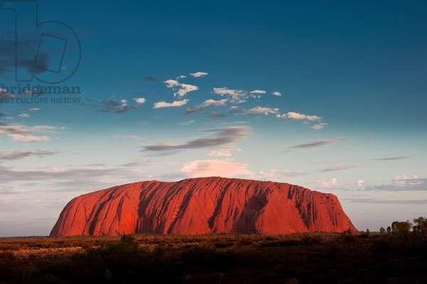 Uluru / Ayers Rock, at sunset (photo)  Northern Territory, Australia
