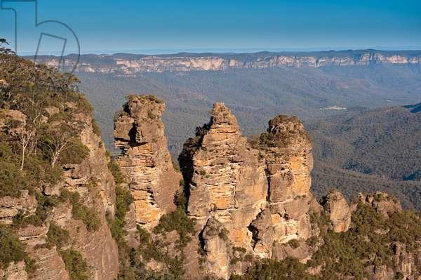 The Three Sisters, Meehni, Wimlah and Gunnedoo, from Echo Point, Katoomba (photo)