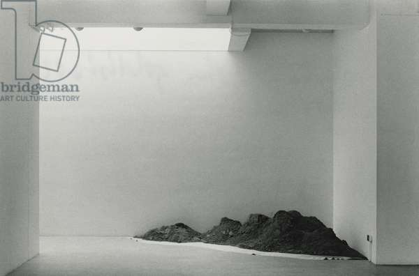 One Ton Corner Piece (1967), installed at The Rowan Gallery, London, 1968 (sand & canvas)