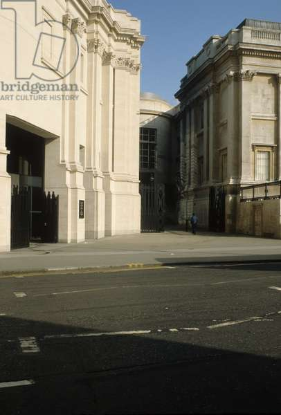 Sainsbury Wing, National Gallery, Trafalgar Square, London, built in 1991 (photo)