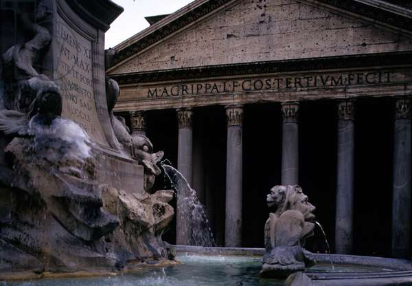 The Pantheon and fountain (photo)