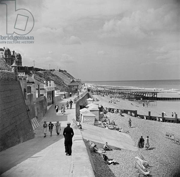 General view looking along the promenade and beach, 1931-40 (b/w photo)