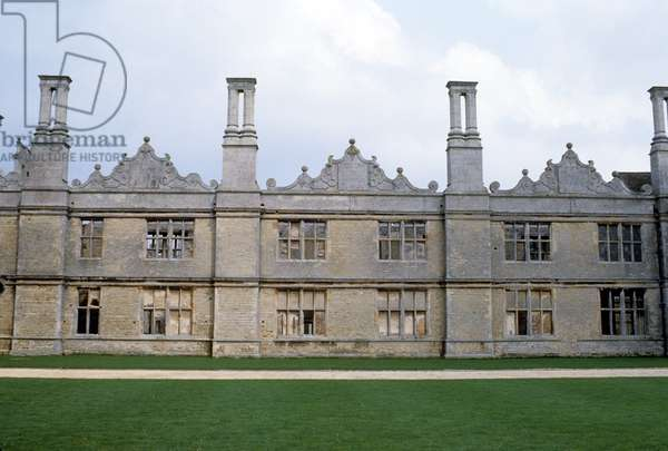 West front of the hall, built 1570 (photo)