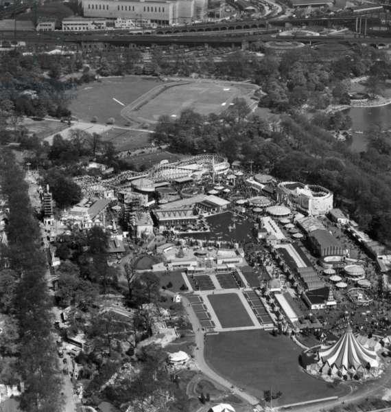 Pleasure Gardens, Festival of Britain, London, UK, 1951 (b/w photo)