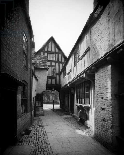 Abbot Reginald's Gate, Evesham (b/w photo)