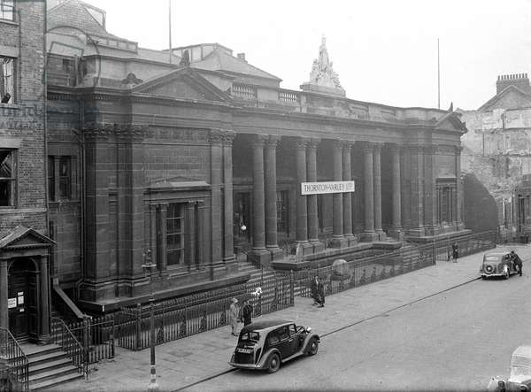 Royal Institute Museum, Albion Street, City of Kingston Upon Hull, UK (b/w photo)