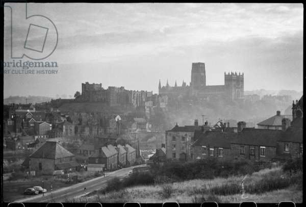 A general view of Durham overlooking the River Wear and Framwellgate Bridge, with Durham Castle to the left and the Cathedral Church in the background, seen from a high vantage in the north-west, Framwellgate Bridge, Durham, County Durham, UK, c.1955-80 (b/w photo)