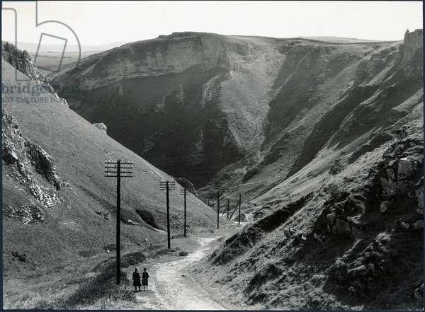 Winnats Pass, Castleton, High Peak, Derbyshire, UK (b/w photo)
