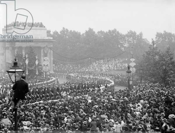 View of Queen Victoria's Diamond Jubilee procession in 1897 featuring a naval gun detachment as it passes under Wellington Arch, 1897 (b/w photo)