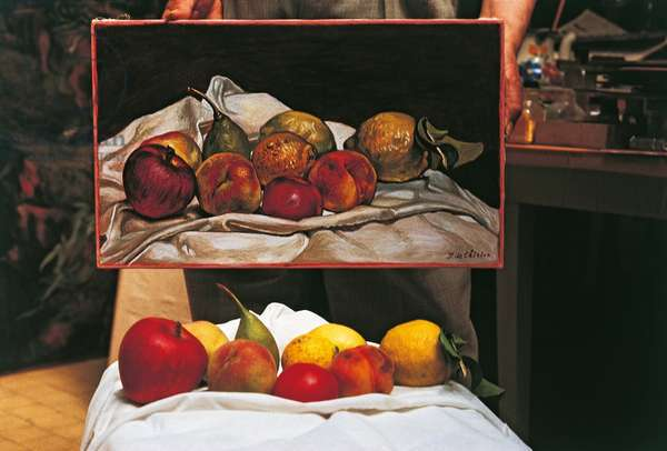 Fruits De Chirico used as a model for the 'still life' in the background (photo)