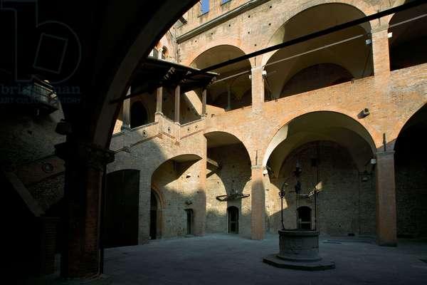 Palazzo di Re Enzo, 1244