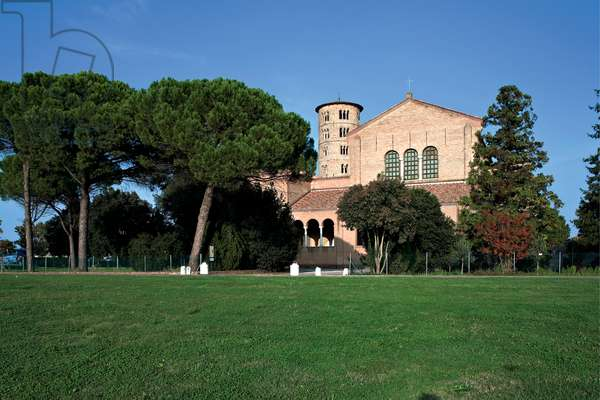 Basilica of Sant'Apollinare in Classe - Ravenna, 533 - 536 A.D. (unfaced brick (exterior), Greek marble columns)