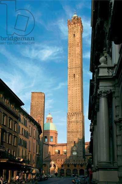 Torre della Garisenda and Torre degli Asinelli,
