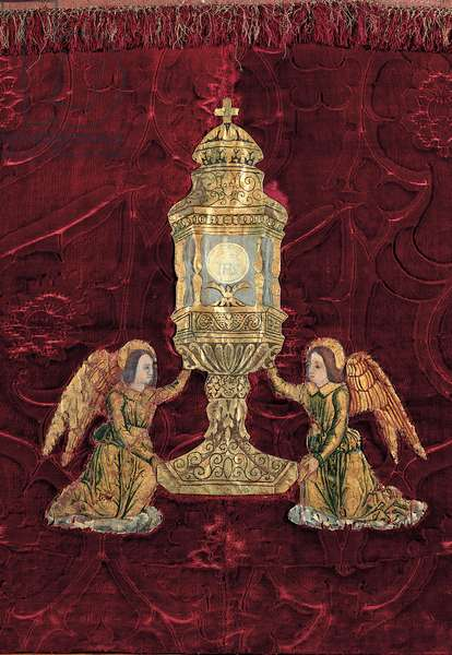 Altar-cloth with monstrance held up by angels,