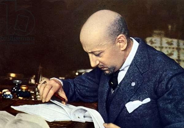 Portrait of the Italian poet Gabriele D'Annunzio (1863-1938) has his office.