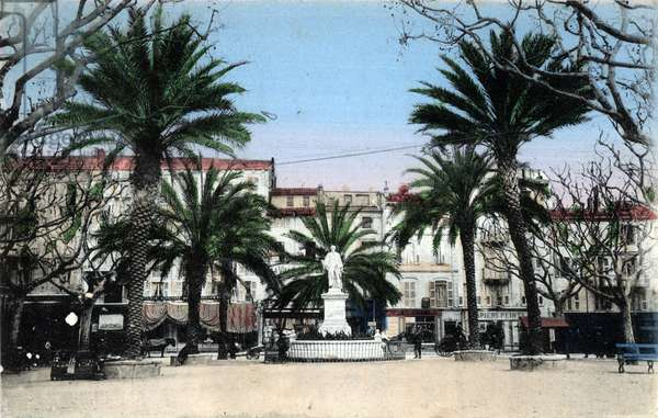 View of the Place de la statue de Lord Brougham rue Felix faure in Cannes, Alpes Maritimes Postcard Private Collection