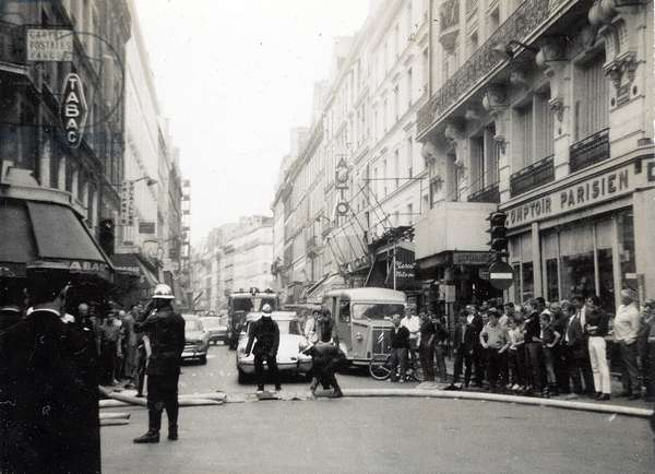 Fire in rue Simon Lefranc, corner rue du fox, intervention of firefighters from Paris to Paris July 1967 Photo Duchesne
