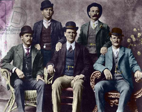 Members of the Wild Bunch, American criminal gang: standing, left to right, William Carver (News Carver), Harvey Logan (Kid Curry); sitting, Harry Longabaugh (Sundance Kid), Ben Kilpatrick (The Tall Texan), Robert LeRoy Parker (Butch Cassidy) - Photograph of 1901 - The Wild Bunch, American outlaw gang, 1901